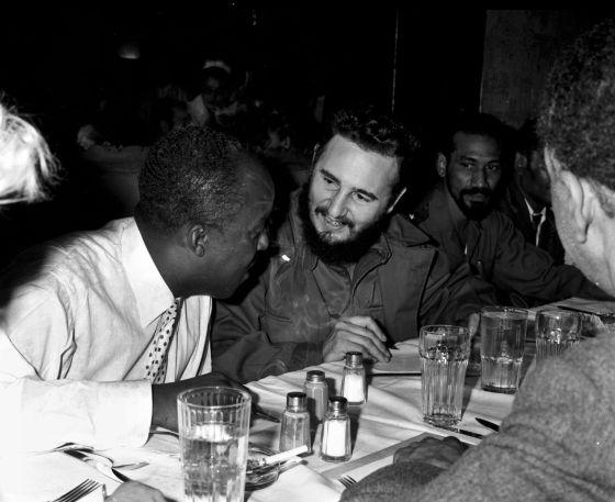 los tiranos en la mesa-Fidel
